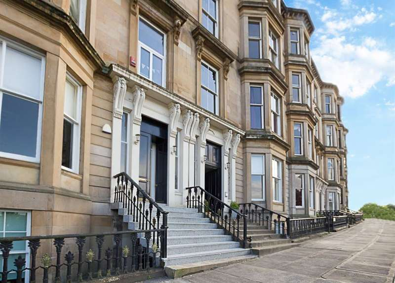 3 Bedrooms Flat for rent in Park Quadrant, Park, Glasgow