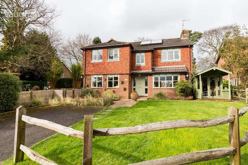 4 Bedrooms Detached House for sale in Springfield Close, Bolney, Haywards Heath, RH17