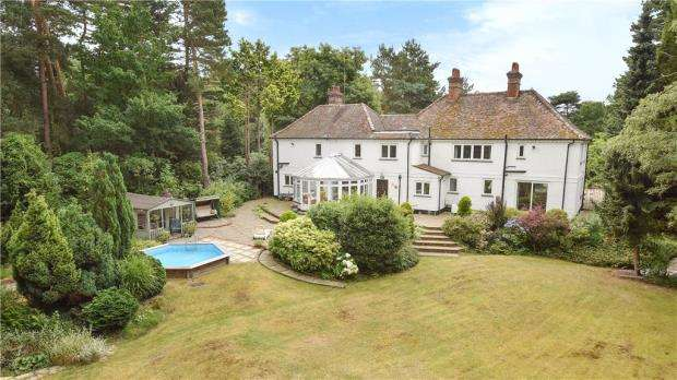 5 Bedrooms Detached House for sale in The Ridges, Finchampstead, Wokingham