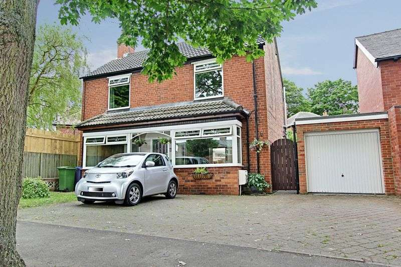 3 Bedrooms Detached House for sale in Admiral Walker Road, Beverley