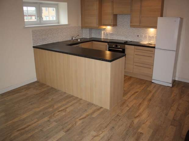 2 Bedrooms Flat for sale in Whitehall Close, BOREHAMWOOD, Hertfordshire, uk