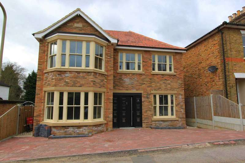 5 Bedrooms Detached House for sale in Rose Valley, Brentwood