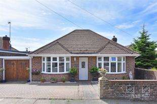 2 Bedrooms Bungalow for sale in Windmill Close, Hove, East Sussex