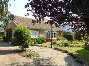 3 Bedrooms Bungalow for sale in Queens Road, Littlestone, New Romney, Kent