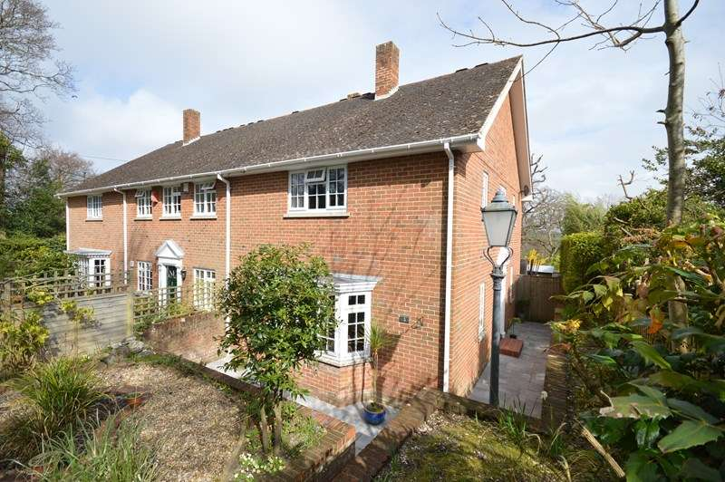 3 Bedrooms Property for sale in Hollywood Lane, Lymington