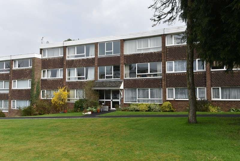 2 Bedrooms Flat for sale in Pinehurst Drive, Kings Norton, Birmingham