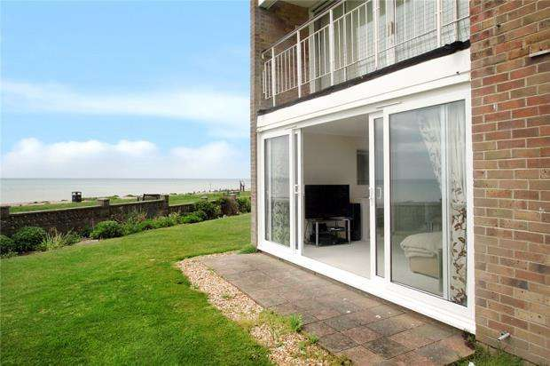 2 Bedrooms Apartment Flat for sale in Millfield Close, Rustington, West Sussex, BN16