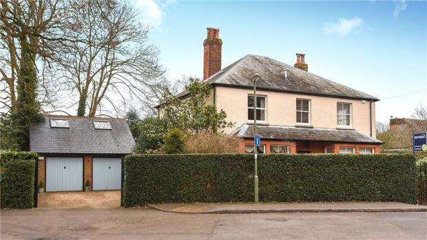 4 Bedrooms Detached House for sale in School Lane, Bagshot, Surrey