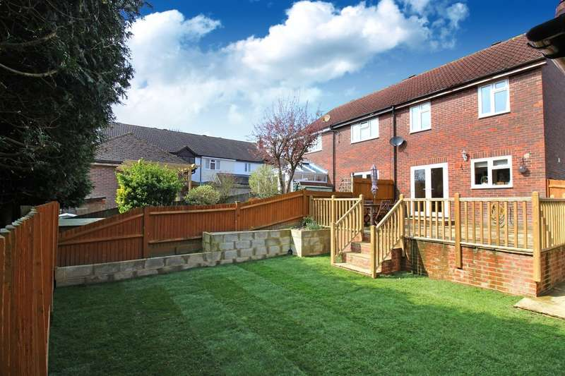 3 Bedrooms End Of Terrace House for sale in Earlswood Close, Horsham