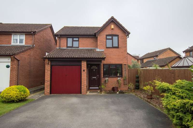 3 Bedrooms Detached House for sale in Jardine Drive, Bishops Cleeve, Cheltenham, GL52 8XQ