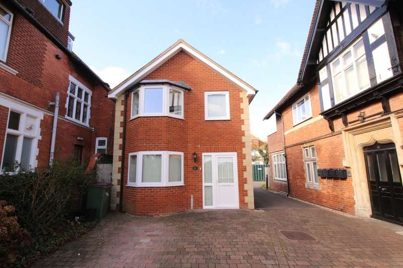 3 Bedrooms Detached House for sale in Radnor Park West, Folkestone, CT19