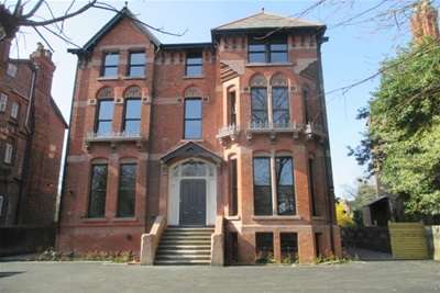 2 Bedrooms Flat for rent in Livingston Drive North, Liverpool.