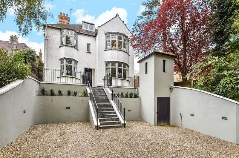 6 Bedrooms Detached House for sale in Warren Road Orpington BR6