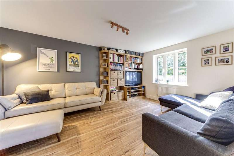 3 Bedrooms Semi Detached House for sale in Brambling Close, Horsham, West Sussex, RH13