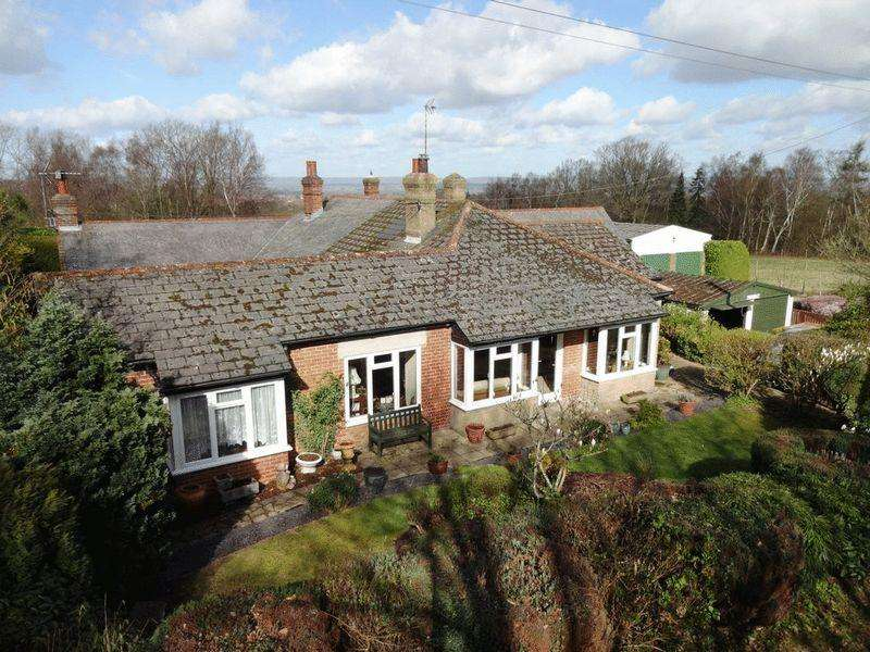 2 Bedrooms Semi Detached Bungalow for sale in Matfield