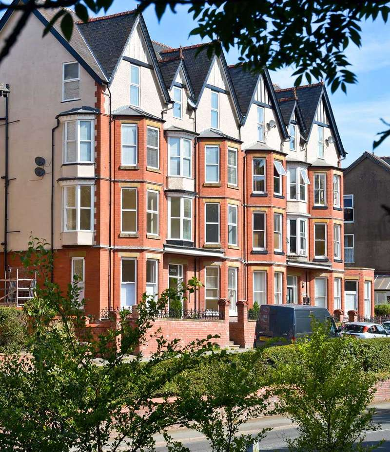 1 Bedroom Apartment Flat for sale in Carlyon, Temple Street, Llandrindod Wells