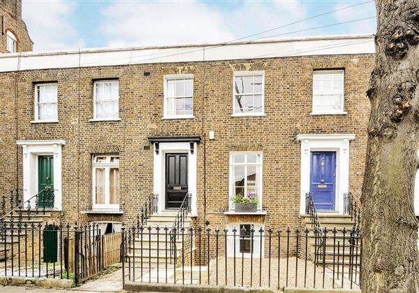 3 Bedrooms House for sale in Catherine Grove, London