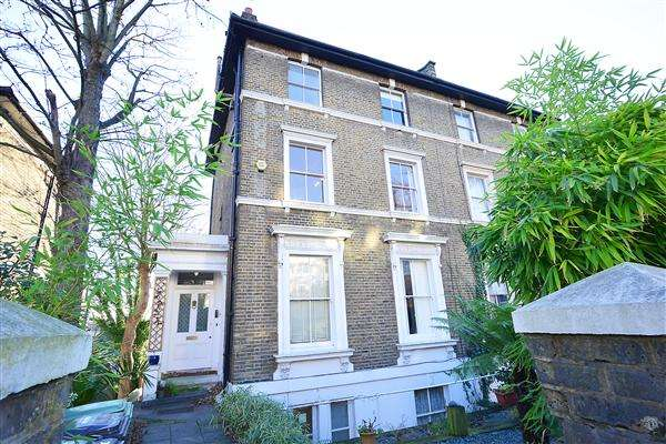 3 Bedrooms Apartment Flat for sale in Granville Park, London