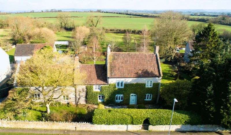 4 Bedrooms Detached House for sale in Keinton Mandeville - Between Somerton & Castle Cary.
