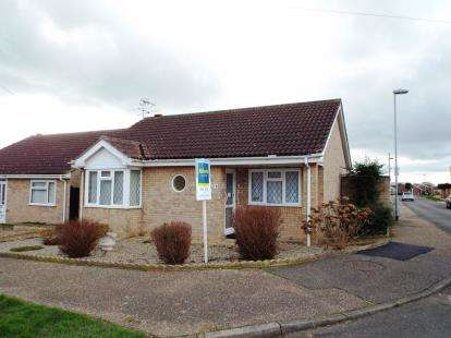 2 Bedrooms Bungalow for sale in Hopton-On-Sea, Great Yarmouth, Norfolk