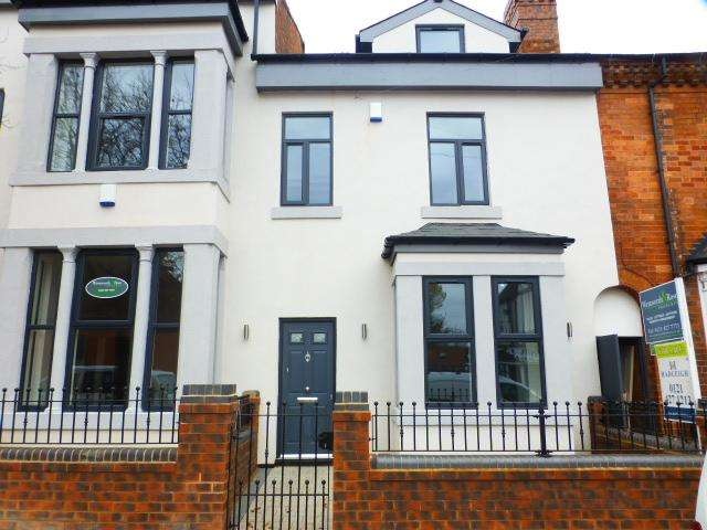 4 Bedrooms Mews House for sale in Albany Road, Harborne, Birmingham, B17 9JX
