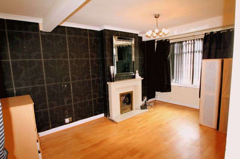 3 Bedrooms Semi Detached House for sale in Leven Way, Hayes