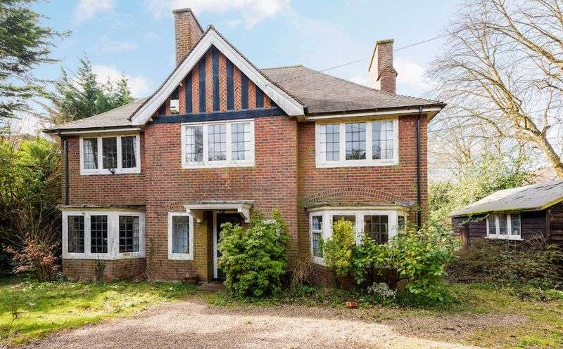 5 Bedrooms Detached House for sale in Stoke Row Road, Henley-On-Thames