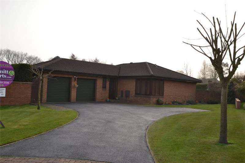 3 Bedrooms Detached Bungalow for sale in Cartington Close, Peterlee, SR8