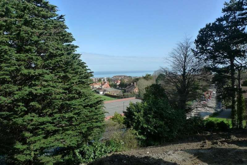 3 Bedrooms Apartment Flat for sale in Oak Drive, Colwyn Bay