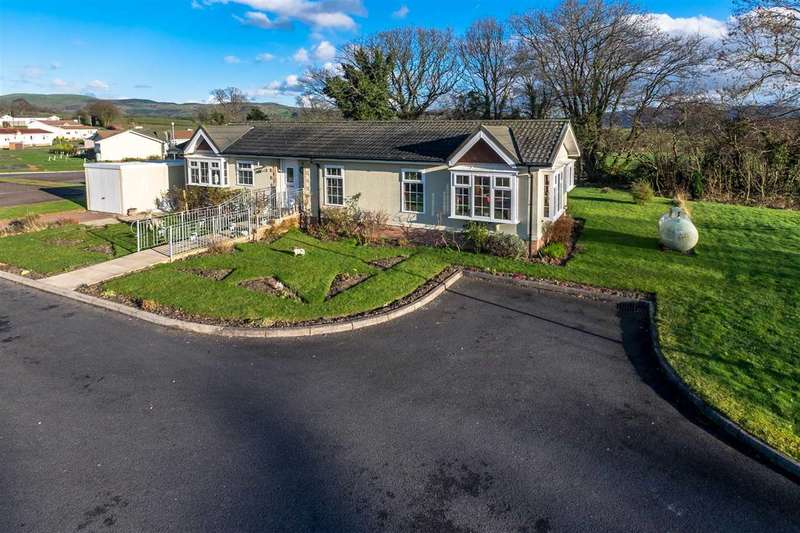 2 Bedrooms Park Home Mobile Home for sale in The Green, Caerwnon Park, Builth Wells