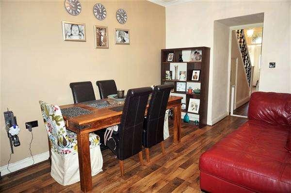 3 Bedrooms Terraced House for sale in Woodlands Terrace, CROSS HANDS, Llanelli