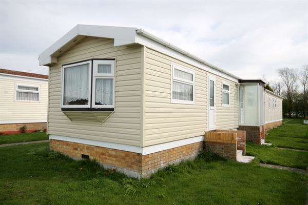 1 Bedroom Bungalow for sale in Meadowview Park, St Osyth Road, Little Clacton