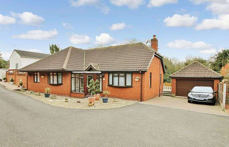 3 Bedrooms Detached Bungalow for sale in Kenmar Close, Rayleigh