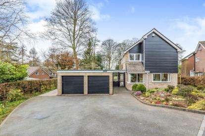 4 Bedrooms Detached House for sale in College Close, Madeley, Crewe, Cheshire