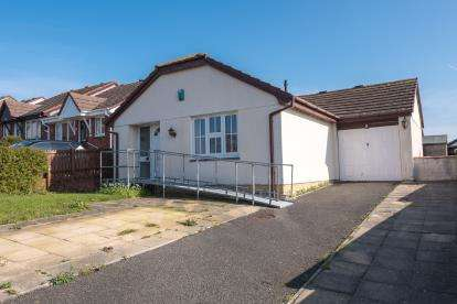 2 Bedrooms Bungalow for sale in Hayle, Cornwall