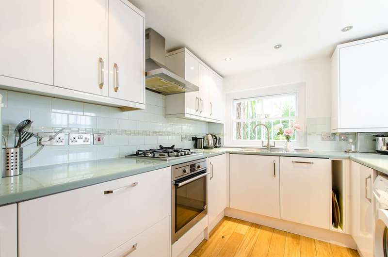 1 Bedroom Flat for sale in Bedford Road, Clapham North, SW4