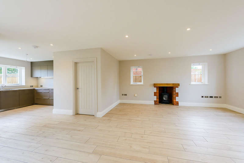 3 Bedrooms Semi Detached House for sale in Rose Cottage, Yew Tree Courtyard, Nuneham Courtenay