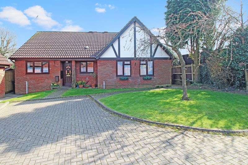 2 Bedrooms Semi Detached Bungalow for sale in Holmer Green