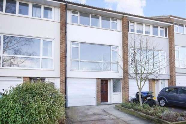 4 Bedrooms Terraced House for sale in Little Bornes, London, SE21