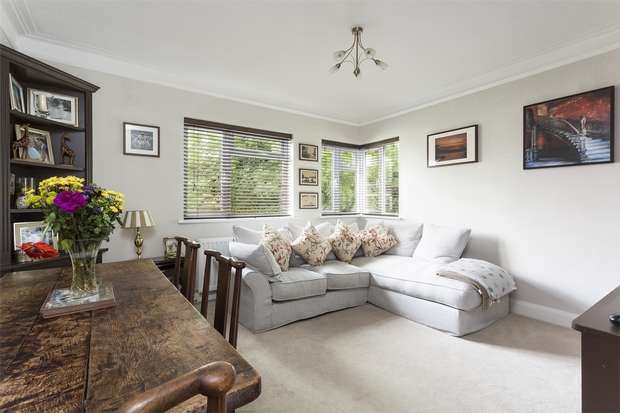 2 Bedrooms Flat for sale in Helena Court, Eaton Rise, Ealing