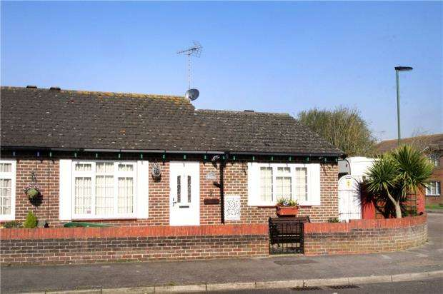 2 Bedrooms Bungalow for sale in Capstan Drive, Littlehampton, West Sussex, BN17