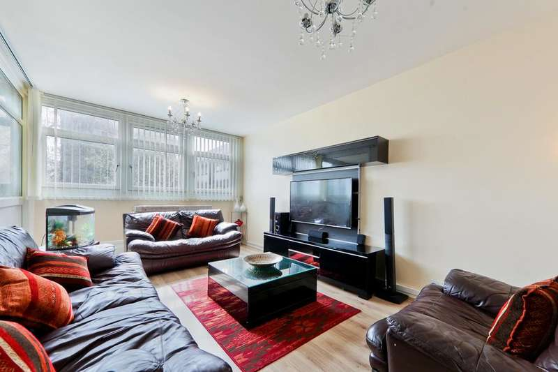 3 Bedrooms Flat for sale in Cable Street, London E1