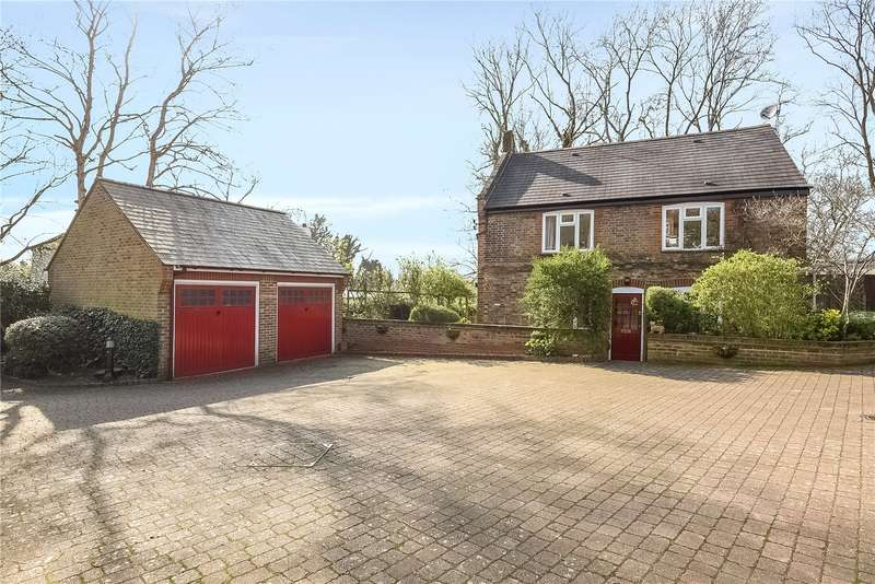 3 Bedrooms House for sale in Bankside Close, Harefield, Uxbridge, Middlesex, UB9