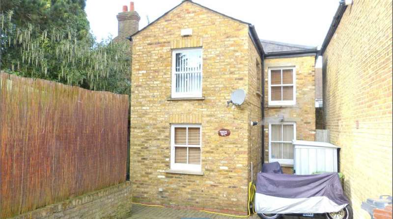 2 Bedrooms House for sale in West View Court, Borehamwood