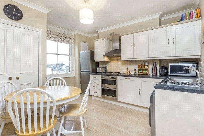 2 Bedrooms Maisonette Flat for sale in Bolingbroke Grove, London, SW11