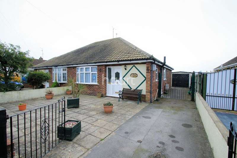 2 Bedrooms Bungalow for sale in West Clacton Tudor Estate