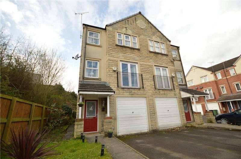 3 Bedrooms Semi Detached House for sale in Fielding Way, Morley, Leeds