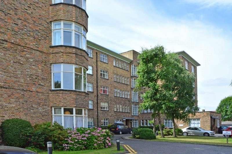 3 Bedrooms Flat for sale in The Lawns, Lee Terrace, Blackheath, London, SE3