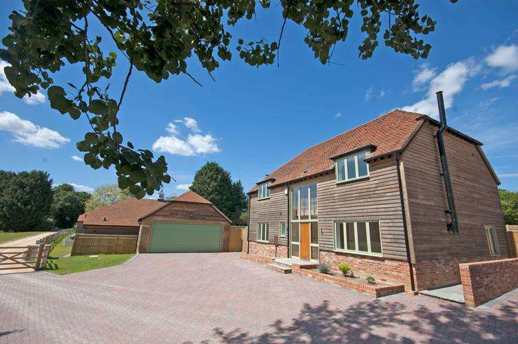 5 Bedrooms Detached House for sale in Sherbourne Place, Northiam tn31