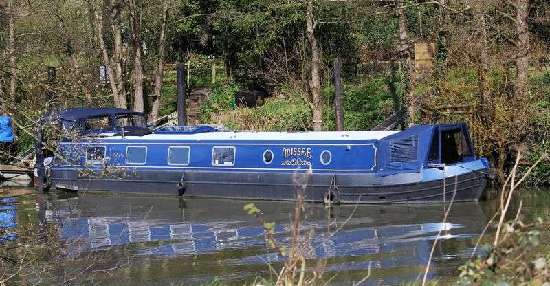 2 Bedrooms Property for sale in 60ft Canal Barge